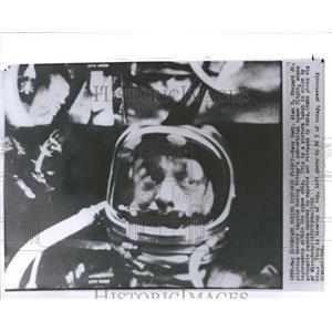 1961 Press Photo Navy Cmdr Alan Shepard Mercury capsule - RRY01621