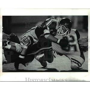1990 Press Photo Lakewood's Pat O' Toole, Tom Kne put the crunch on John Kolesar
