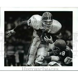 1991 Press Photo Bronco's Steve Sewell gains yardage in the fourth quarter.