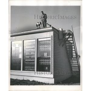 1947 Press Photo Solar House glass blocks window heat - RRW48227