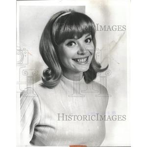 1966 Press Photo Patricia Harty America Magazine wife - RRW31767