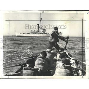 1942 Press Photo Coast Guard cutter Chelan lifeboat - RRX99603