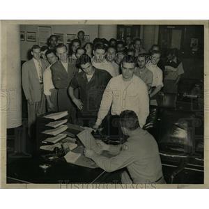 1950 Press Photo Lieut Robert Everett Chicago Rascher - RRW67111