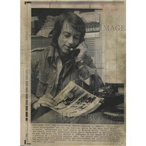 1974 Press Photo Anthony K Roberts Actor Photographer - RRX87699