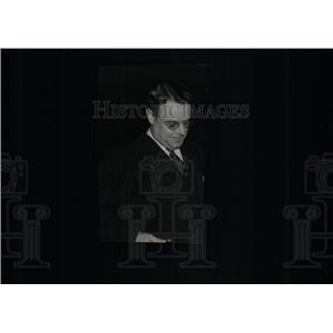 1940 Press Photo Harold Totten Radio Sports Announcer - RRX41133