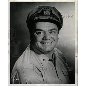 1963 Press Photo Actor Ernest Borgnine Greets People - RRW18743