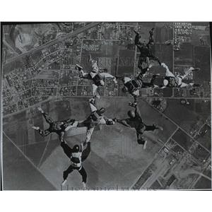 1970 Press Photo Looking down on linked skydivers in air - spb01880