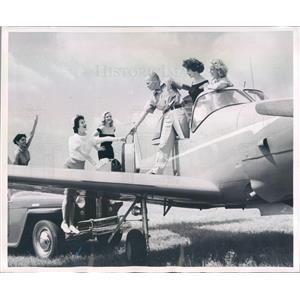 1955 Press Photo NYC Broadway Producer Anthony Farrell & Showgirls - ner58573