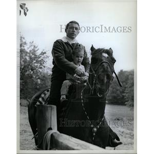 1962 Press Photo Merv Griffin American Actor Horseback - RRW18847