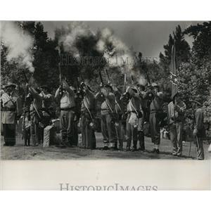 1989 Press Photo Alabama-Civil war re-enactment group fire memorial salute.