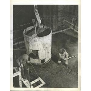 1943 Press Photo Warpower Wilderness Canada Ankle Deep - RRX88829