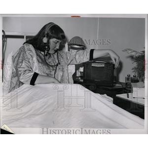 1953 Press Photo Patient Yvonne McLeod hospital Detorit
