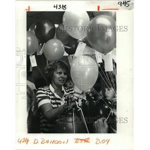 1982 Press Photo Balloons Released For WG Schnekenburger School Fundraiser