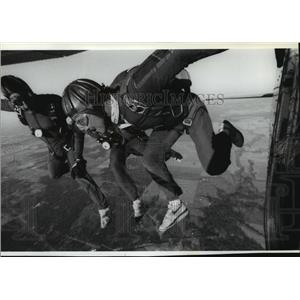 1988 Press Photo Skydivers exit the airplane at 5,000 feet - spb01876