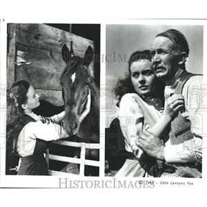 1944 Press Photo Walter Brennan and Jeanne Crain in Home in Indiana. - nop09709