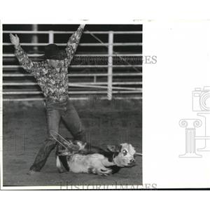 Press Photo Chris Lawrence wins calf roping contest at Tri-State Rodeo.
