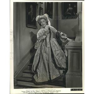 1944 Press Photo Constance Colllier makes a grand entrance in Kitty. - nop14946
