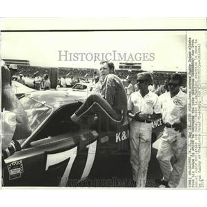 1973 Press Photo Buddy Baker, Race Car Driver at World 600 Stock Car Race