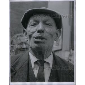 1954 Press Photo False teeth bridges Customer Slipshod - RRX48807