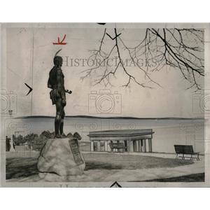1939 Press Photo statue Massaboit Indians Plymouth Rock - RRW57369