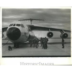 Press Photo Local Green Berets-troops wait to board plane - sba21822