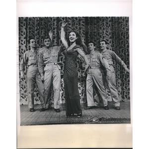 1946 Press Photo Betty Garrett & ex GI cast of revue Call Me Mister - sba22274