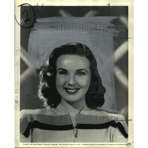 1944 Press Photo Deanna Durbin Can't Help Singing - noo11929