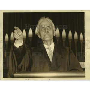 1935 Press Photo Rev George Egbert Blames Police Link in NY's Lottery Racket