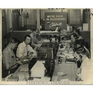 """1961 Press Photo Eastern Air Lines reservation agents """"Back in Business"""""""