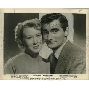 """1951 Press Photo Bonar Colleano & Barbara Kelly costar in """"A Tale of Five Women"""""""