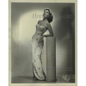 1952 Press Photo Beth Douglas, actress. - nop22557