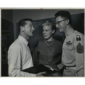 1956 Press Photo David Susskind, Betsy Palmer & Sergeant Werner Krenzer.