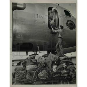 1946 Press Photo Giant 4-Engine Naval Air Transport Plane lands at Oakland