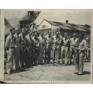 1939 Press Photo Captain R.L. Winn instructs pilots for Army Anniversary Flight
