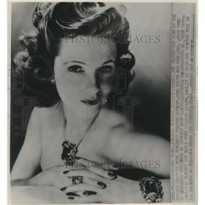 1946 Press Photo English actress Leonora Corbett in NY to seek a divorce