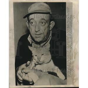 1948 Press Photo Acttor Allen Jenkins & hi scat Smileyin his jail cell