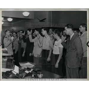 1942 Press Photo Coast Guard recruiting Detroit - RRW90515