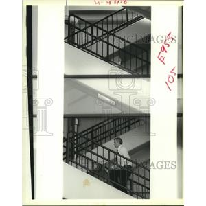 1988 Press Photo A pedestrian walks up the stairs at New Orleans Airport