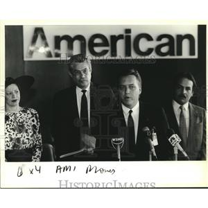 1989 Press Photo American Airlines representatives announce new Miami flight