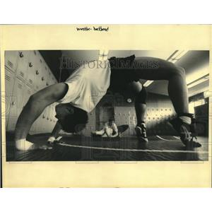 1992 Press Photo Wrestling -Keith Fabre' does upside down push ups at training