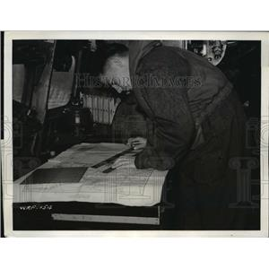 1940 Press Photo A navigator plotting the course of the 'Stranraer' wing