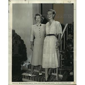 1951 Press Photo Jill Jackson visited Peggy Dow on Universal's lot - noo12236