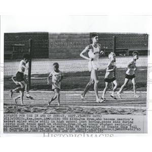 1965 Press Photo Runner Jim Ryun Civic Club Track Meet - RRQ01561