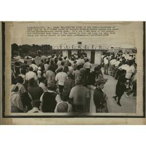 1973 Press Photo Atlanta Braves Stadium Ticket Line - RRQ01749