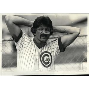 1981 Press Photo Cubs Spring Training Reitz Stretching - RRQ02103