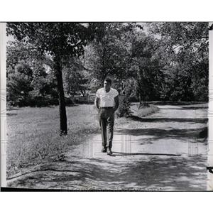 1962 Press Photo Patterson Walking Marycrest Farm Camp - RRQ02119