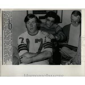 1973 Press Photo Quarterback Overcame Car Wreck to Play - RRQ02273