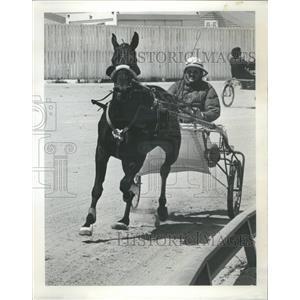 1974 Press Photo Littel Sweet Sue, Trainer Dwight Banks - RRQ03969