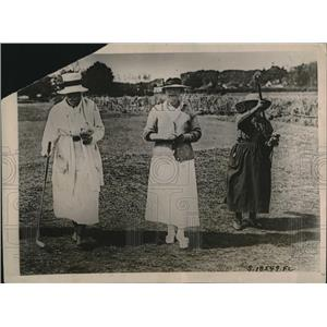1920 Press Photo Women caddies on French Links. - RRQ08685