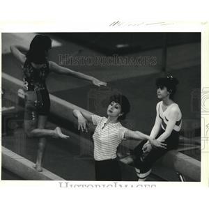1991 Press Photo Raisa Galiper coaches Kylee Krida on the balance beam